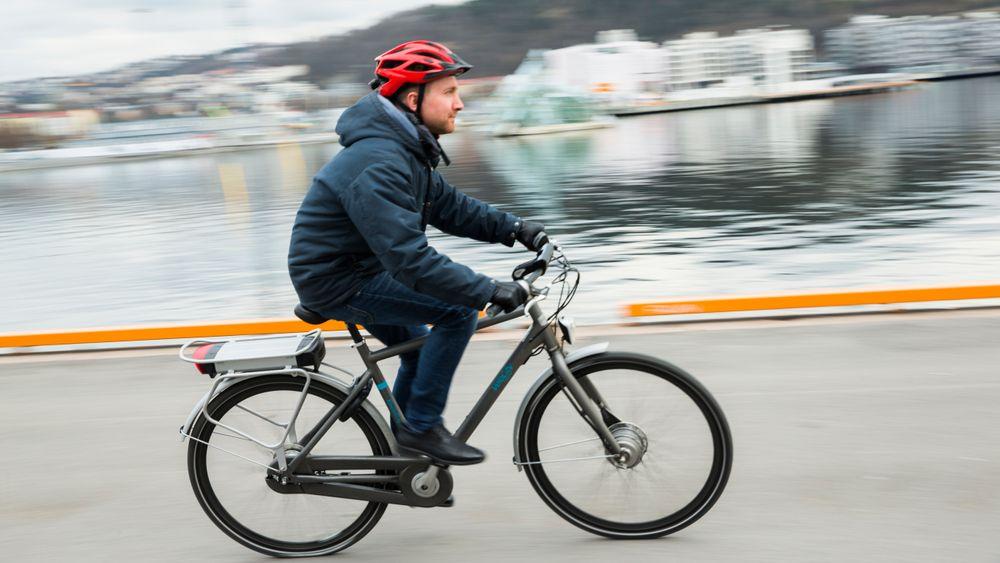 Elsyklistene sykler raskere enn vanlige syklister. Og menn på elsykkel er raskest av alle.