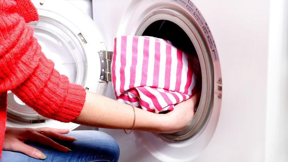 Det svenske selskapet, Scandinavian Water Technology, har tatt patent på et filtersystem som kan kobles til vaskemaskinen, og som gjør at vasken blir helt ren uten bruk av vaskemiddel eller varmt vann.