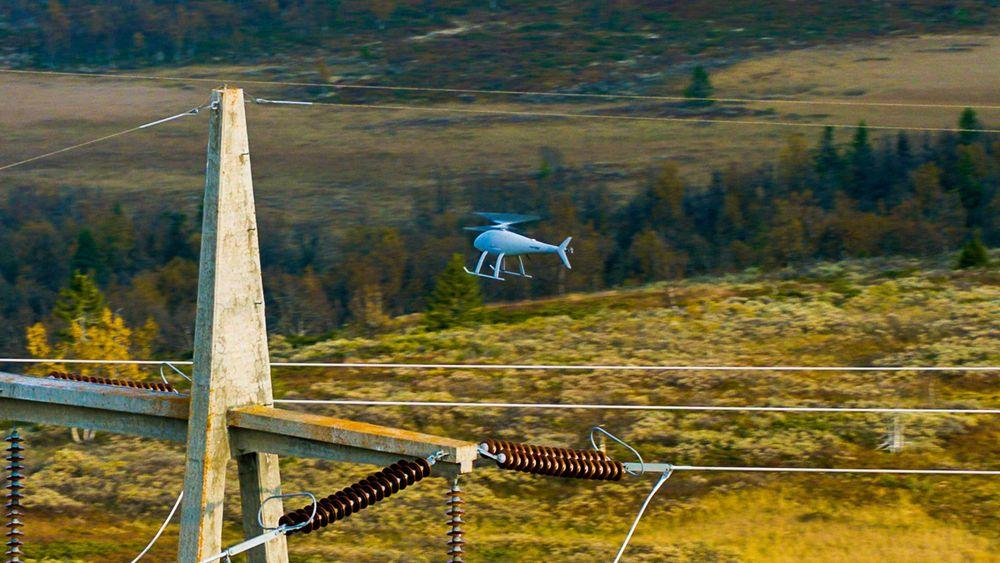 Flygende inspektør: Slik vil dronene fly rundt i det norske kraftnettet og inspisere det. Ikke nødvendigvis med denne dronen som har vært med i prøveprosjektet.