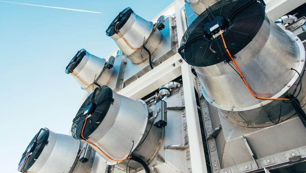 Climeworks' plantasje er den første kommersielle installasjonen som suger CO2 direkte fra lufta, såkalt direct air capture (DAC).