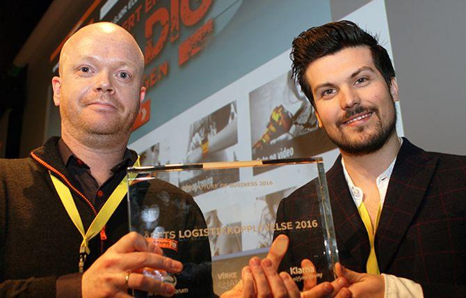 FJORÅRETS VINNER: Elektrokjeden Expert, her representert ved Sven Erik Vaagenes (t.v.) og Kåre André Jevanord, ble tildelt prisen «Årets Logistikkopplevelse 2016».