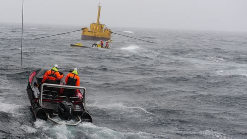 Norge har fått sitt første bølgekraftverk som leverer strøm til kraftnettet. Slik virker det