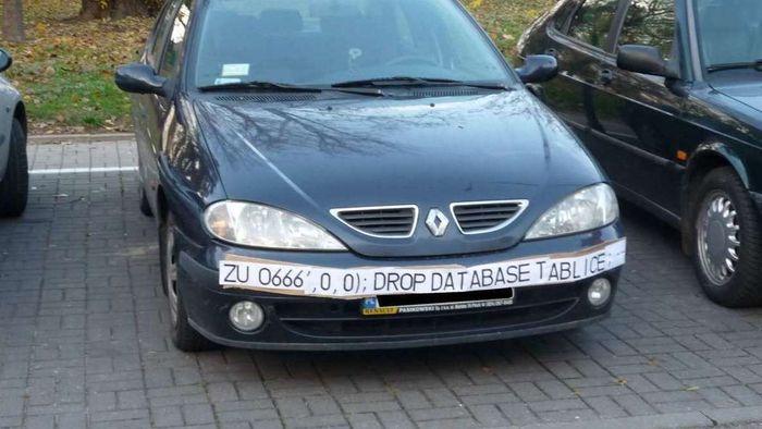 Bil med skiltnummer som potensielt kan utløse et SQL-injiseringsangrep.