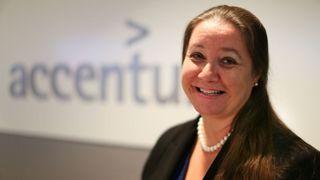 Accenture forplikter seg til full kjønnsbalanse – like mange kvinner som menn