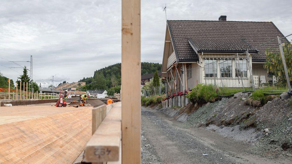 Verandaen på huset til Øyvind Abrahamsen er det eneste som måtte rives for å få på plass den nye kulverten som lar bilene kjøre i tunnel gjennom Porsgrunn sentrum.
