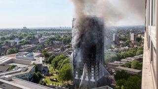 Brannen i London: Boligblokken kan ha manglet brannsperrer