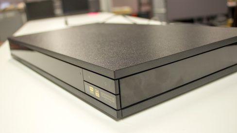 Spilleren har rene linjer og en tøff overflate.