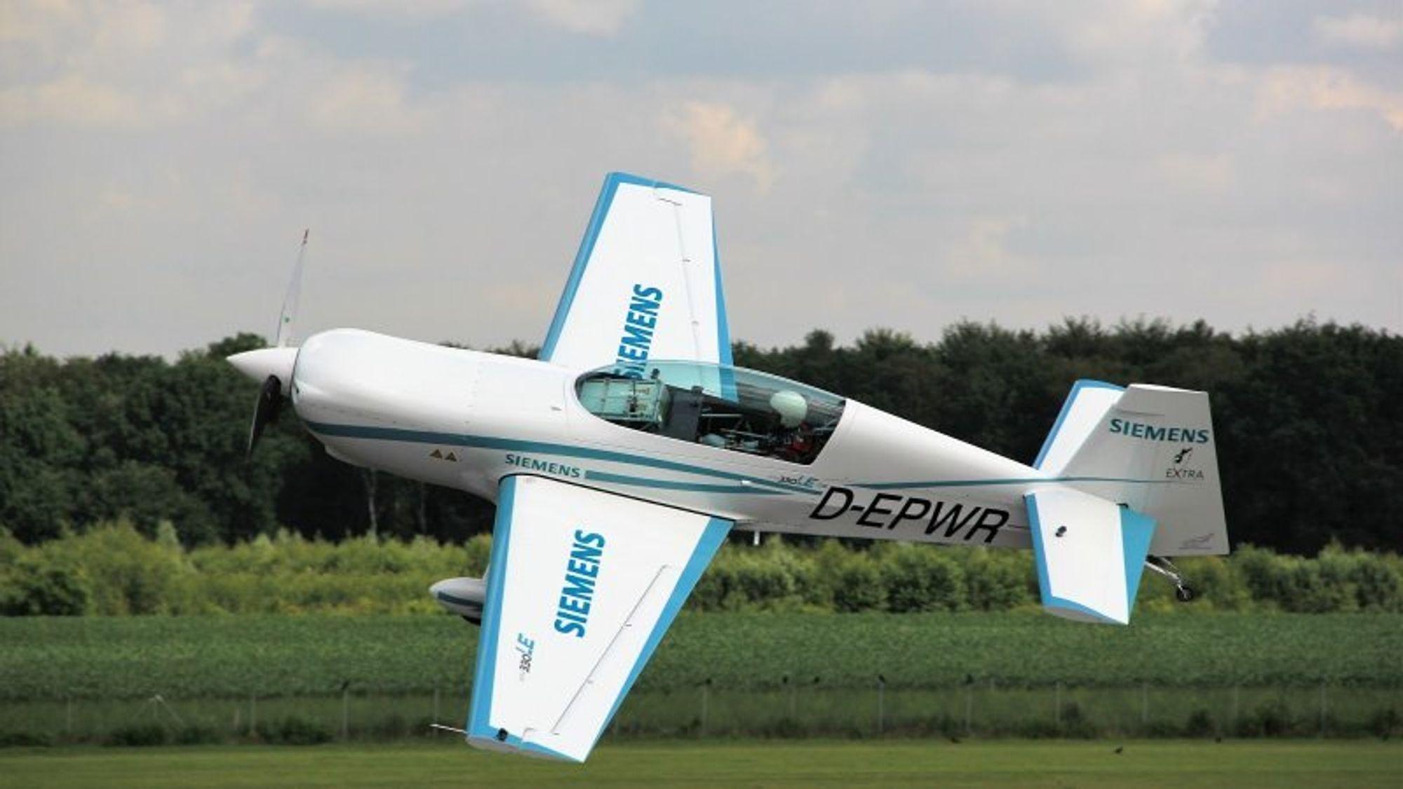 Verdens største flyprodusenter er i ferd med å utvikle elektriske fly. I første omgang dreier det seg om hybrid-fly. Men på lengre sikt vil kortere kommersielle ruter kunne betjenes med 100 prosent strømdrevne passasjerfly.