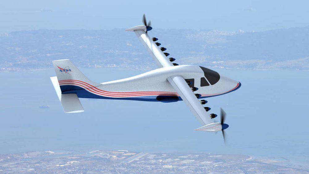 Nasas elektriske fly ved navn X-57 har ennå ikke vært i lufta, men det forventes at de kommer på vingene i 2017. Legg merke til de smale vingene: Ved å sette en rekke propeller langs vingen blir det mindre turbulens på overflaten av vingen, og den blir dermed mer effektiv. Dermed kan selve vingen gjøres smalere.