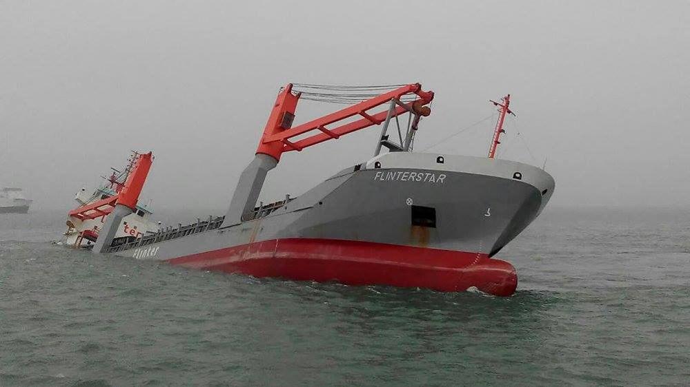 Flinterstar på vei ned etter kollisjonen med LNG-tankeren Al Oraiq utenfor Zeebrugge i oktober 2015.