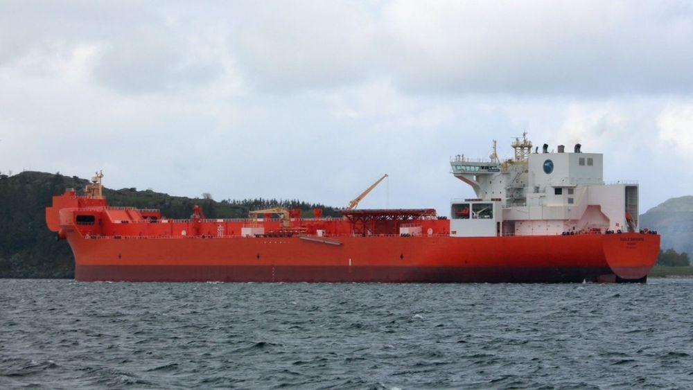 AETs 120.000 DVT bøyelaster Eagle Barents og søsterskipet Eagle Bergen (begge bygget i 2015) seiler på kontrakt for Statoil. Fra 2019 får de følge av to nye bøyelastere med LNG-motorer.