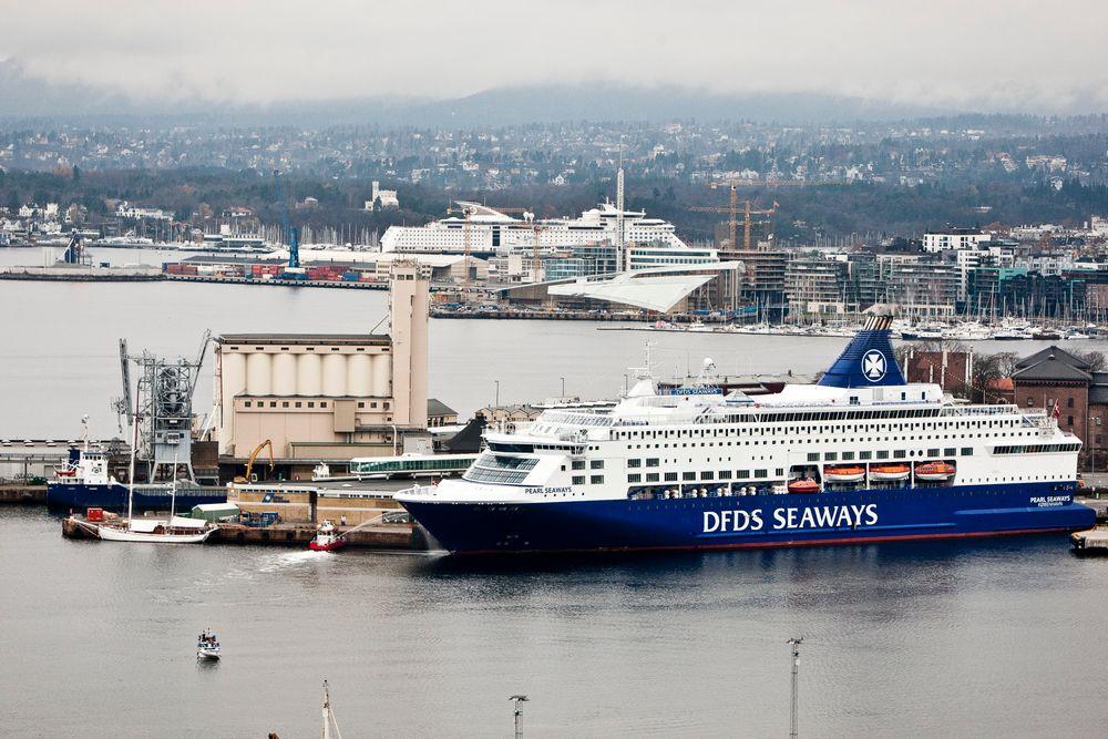 DFDS-fergen Pearl Seaways til kai på Utstikker 2 på Vippetangen. Color Line på Hjortneskaia i bakgrunnen har benyttet landstrøm siden 2011.