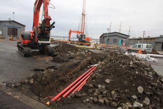 Enova støtter infrastrukturutbygging i Møre og Romsdal. Bildet viser nedgraving av høyspentkabler på kaia i Oslo.