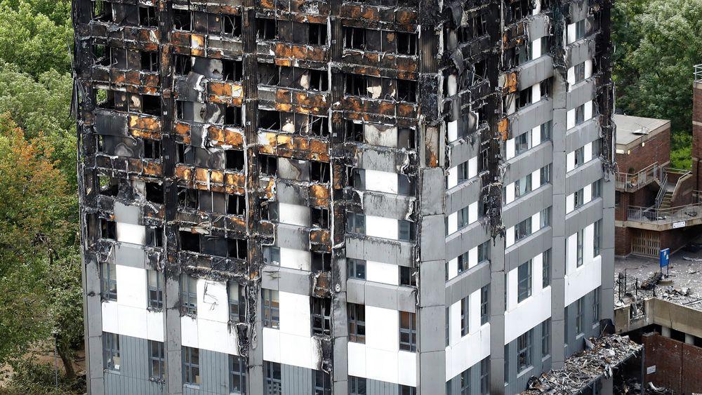79 mennesker mistet livet i brannen i boligblokka Grenfell Tower i London i midten av juni. Fredag ble fem andre boligblokker evakuert etter at det ble fastslått at også den hadde brennbare fasadeplater.