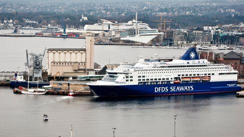 DFDS-fergen Pearl Seaways til kai på Utstikker 2 på Vippetangen. Color Line på Hjortneskaia i bakgrunnen har benyttet landstrøm siden 2011