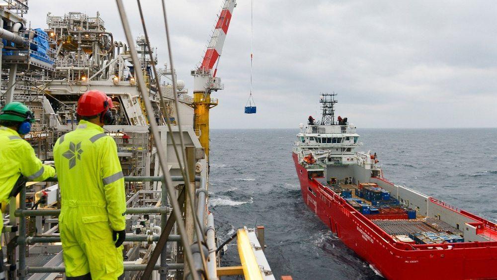 Skandi Mongstad ved Norne-plattformen. Med batteripakke om bord kan skipet slå av en generator og bruke batterier som reservekraft (spinning reserve).