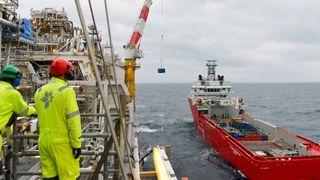 Statoil krever at sju forsyningsskip bygges om til å kunne gå på batteri og ta imot landstrøm