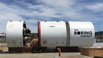 I desember ble det klart at Elon Musk planla å bygge sin egne tunnelboremaskin. Nå er maskinen, som har fått navnet Godot ikke bare klar, men allerede i gang med tunneldrivingen.