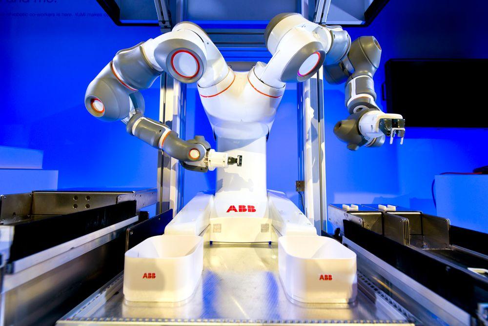 YuMi er en toarmet robot fra ABB. På hvilken måte vil roboter og digitalisering utfordre samfunnet? Forskerne er delte i sitt syn.