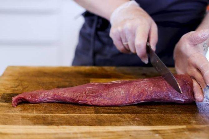 LUKSUS: Indrefileten av kalv er grovfibra, laus, mør, saftig, lys og med ein mild, nydeleg meieriaktig kjøtsmak.