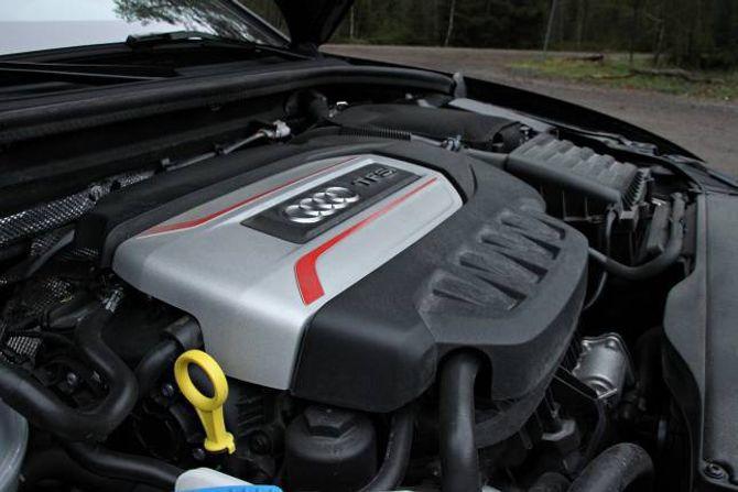 FESTLEG: Motoren på to liter er ein artig variant. Det er ikkje så mykje futt under 2000 omdreiingar per minutt, men så tar den av.