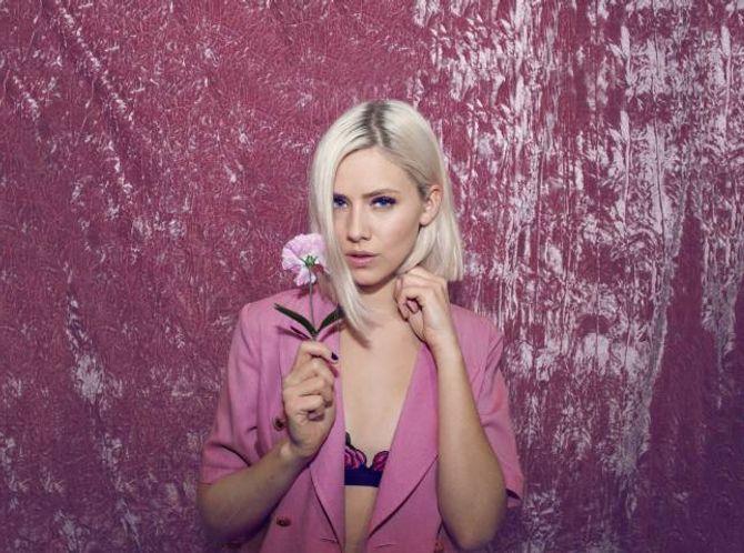 POPKOMET: Dagny hoppa av modellkarriera og satsa på musikken. No er ho eitt av dei mest lovande popikona Noreg har å by på.