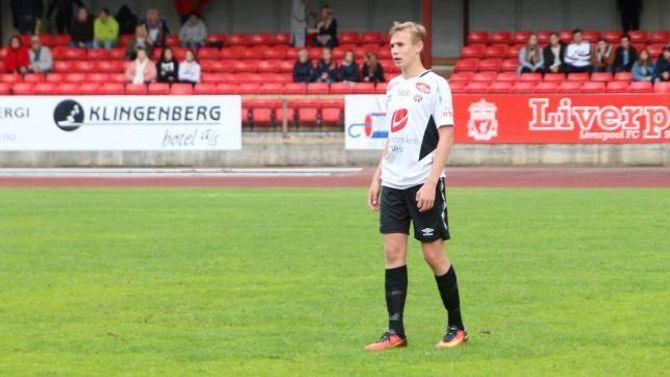SPELTE HEILE KAMPEN: Sivert Mannsverk frå Årdal spelte heile kampen Sogndal 2 si midtbane.