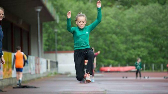 I SVEVET:Kristine Moe Låksruddriv mest med handball, men kan tenke seg å starte med friidrett òg.