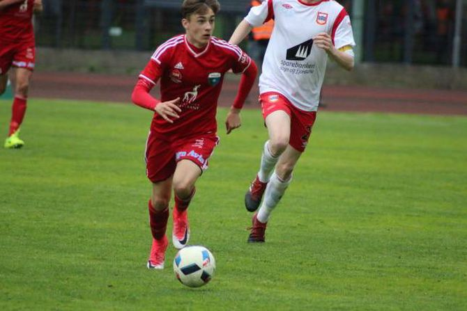 I LEIING: Nicolai Laberg sende Årdal opp i 2-1 rett før pause.