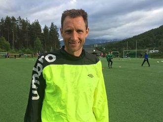 GJORT DET FØR: Det er sytten år sidan Terje Skjeldestad, noassistent- og keepertrenar for Sogndal, starta sin eigen keeperskule.