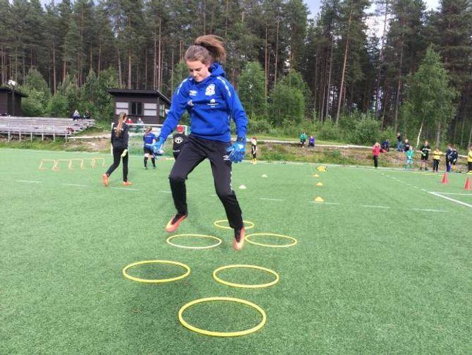 LUKSUS:Leah Hodnefjell (13) har trua på at øvingane skal gjere susen. Målet er å bli betre.