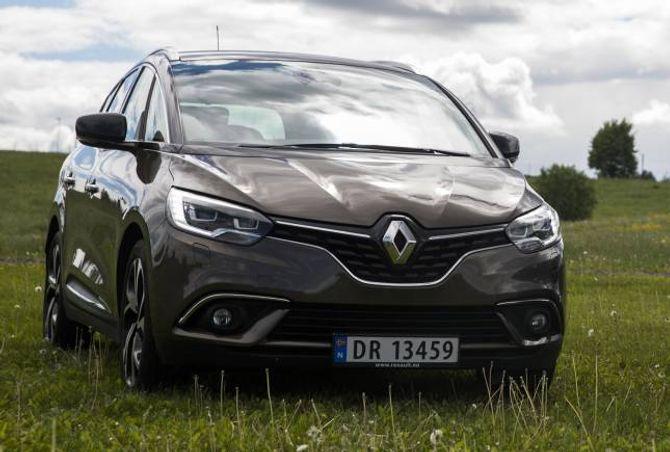 FAMILIE: Forfra har den de samme trekkene som andre nyere Renault-modeller.