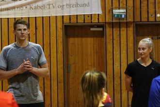 POTENSIALE: Hege Bakken Wahlquist (t.h.) fortel at ho kjapt såg at Aaberg har potensiale.