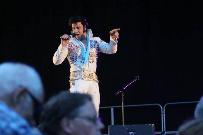 STIL: Kjell Elvis i kjend stil.