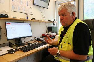 JUKSAR: Gunnar Brevik i Statens vegvesen opplever å ta mange sjåførar av turbussar med for lite vekekvile.