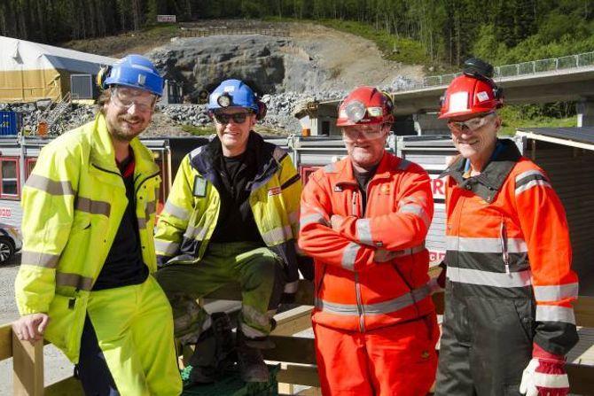 VEST: Wolfgang Mysliwietz (f.v.), Per Olav Aasen, Stein Henry Øvstetun og Odd Erik Haugen foran vestenden av Rødølstunnelen.