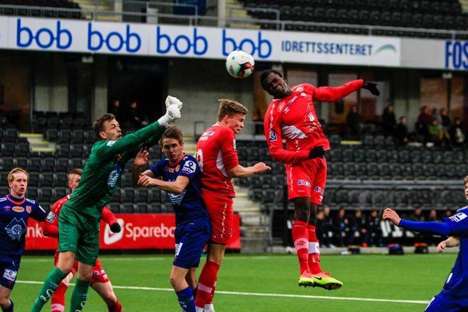 HOPP: Bakary Traore ga Fjøra nesten leiinga før pause men ballen gjekk nokre meter til høgre for målet.