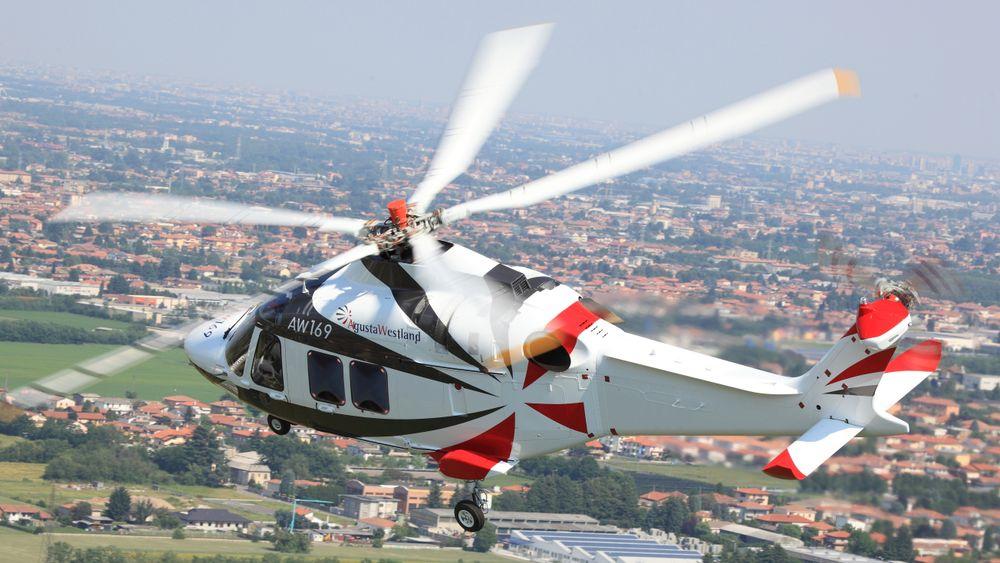 AW169 på testflyging ved fabrikken i Italia.
