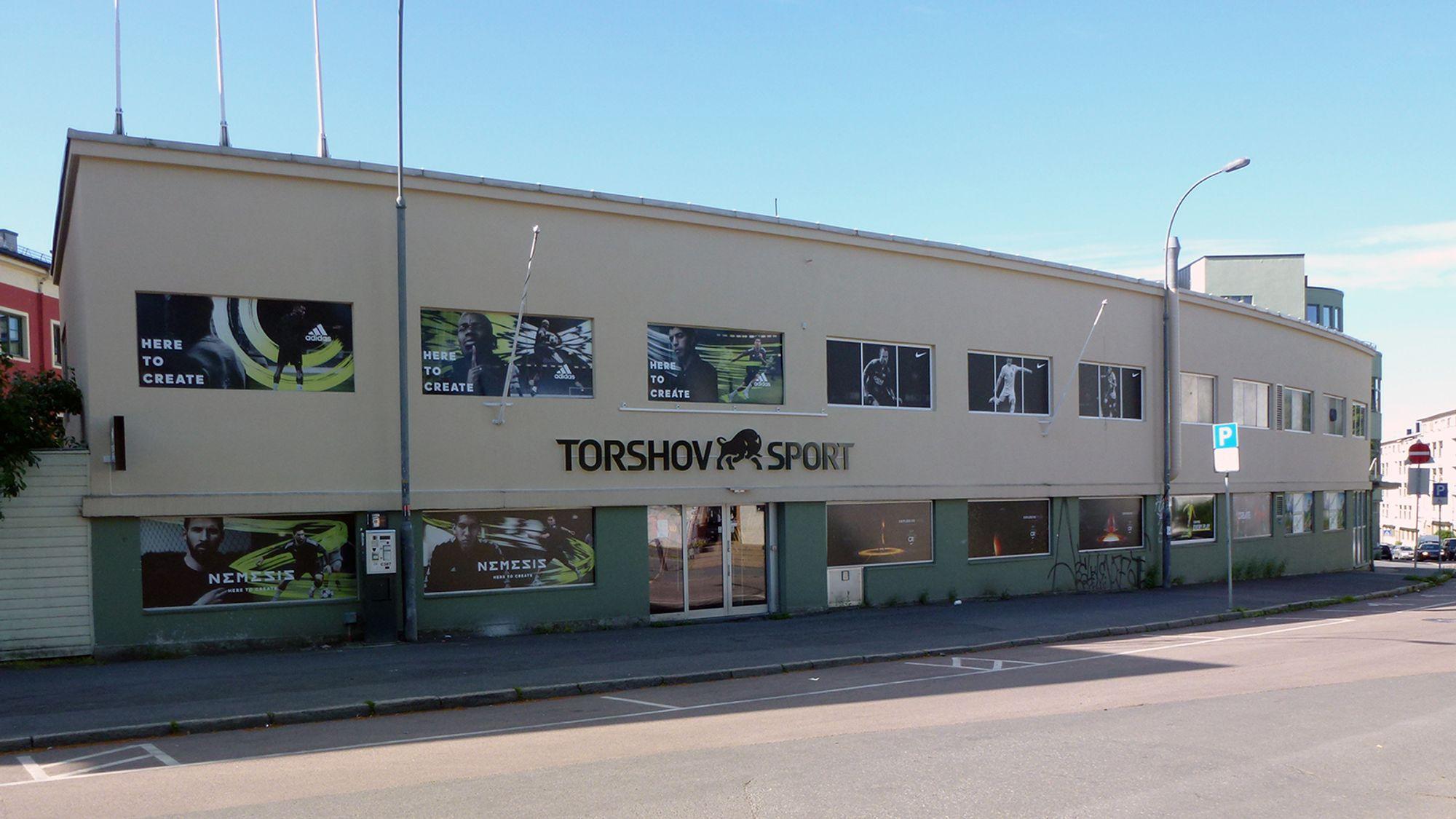 71c6007c Bak disse veggene i Sandakerveien på Torshov i Oslo finner du verdens  største fotballbutikk.