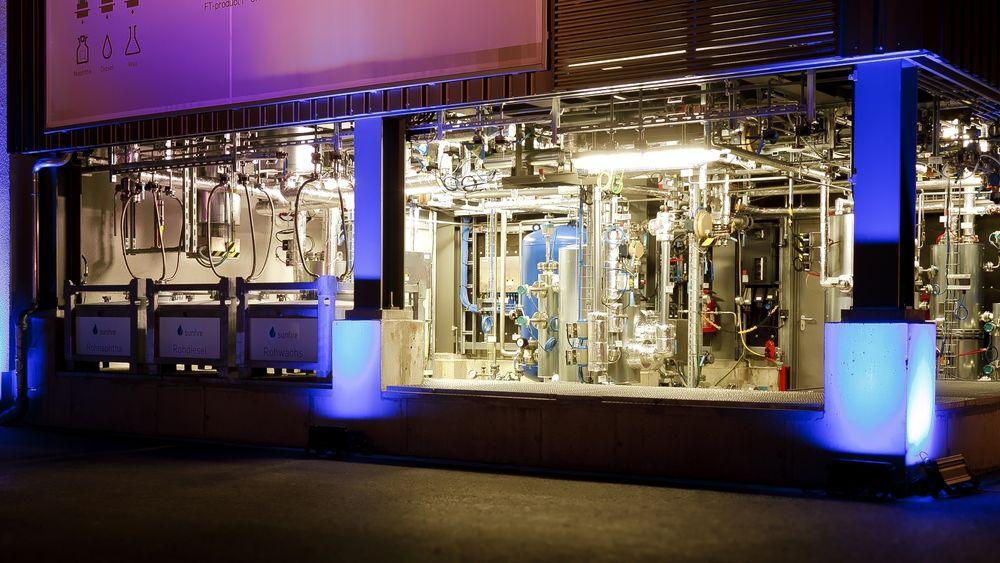 Sunfire har allerede et demonstrasjonsanlegg for å lage drivstoff av CO2 og vann i Dresden. Nå vil de lage det de mener blir verdens første kraft-til-drivstoff-anlegg på Herøya.