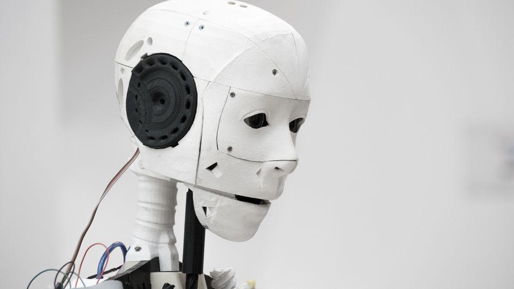Roboter og kunstig intelligens overtar stadig flere av menneskenes arbeidsoppgaver. Er dette en mulig eller en trussel? spør Kjetil Thorvik Brun i Abelia.