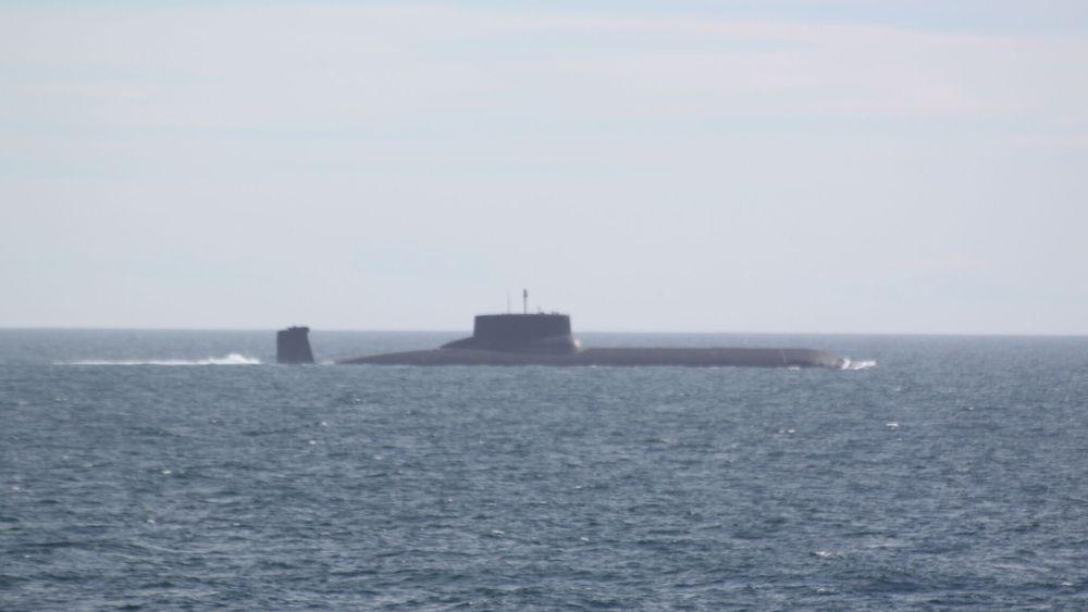 Den gigantiske atomubåten Dmitrij Donskoj seilte tirsdag sørover langs norskekysten på sin ferd mot Østersjøen.