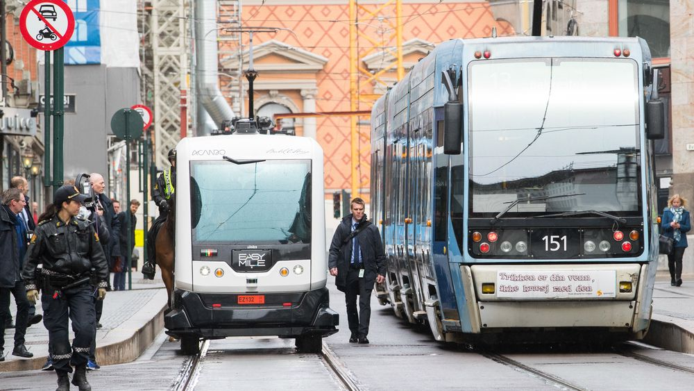 Selvkjørende minibusser skal bli en realitet i Norge neste år. Men dette er bare et lite steg på veien mot store endringer som vil forandre samfunnet totalt. Foto: Håkon Mosvold Larsen / NTB scanpix
