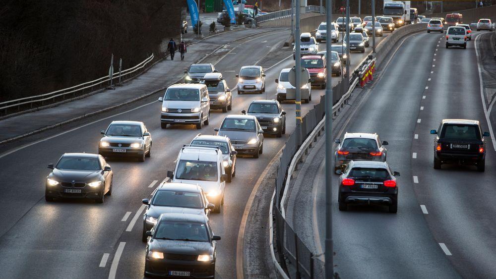 Nordmenn er mer tilbøyelige enn svensker til å ta bil ved reiser i byen. Her fra Ring 3 ved Storo i Oslo