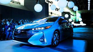 I 2022 skal Toyota slippe elbiler som «kan kjøre mye lengre og lades opp på noen få minutter»