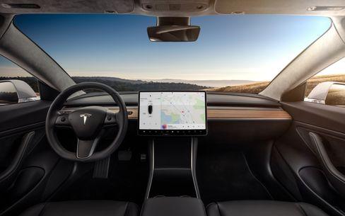 Dashbordet i Model 3 er sannsynligvis det mest minimalistiske vi har sett i noen bil.