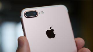 Apple kan snart miste andreplassen i smartmobil&shymarkedet