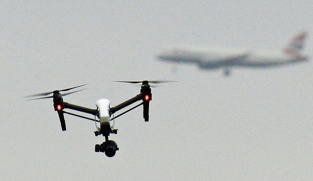 Illustrasjonsfoto. Bildet viser en drone avbildet over Hanworth-parken i Vest-London.