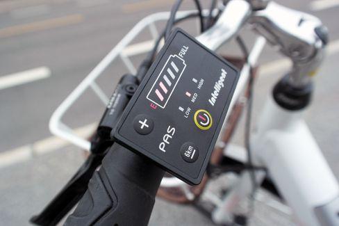 På displayet på Biltema-sykkelen kan du se batteristatus, mengde motorhjelp og sette den i gåmodus.