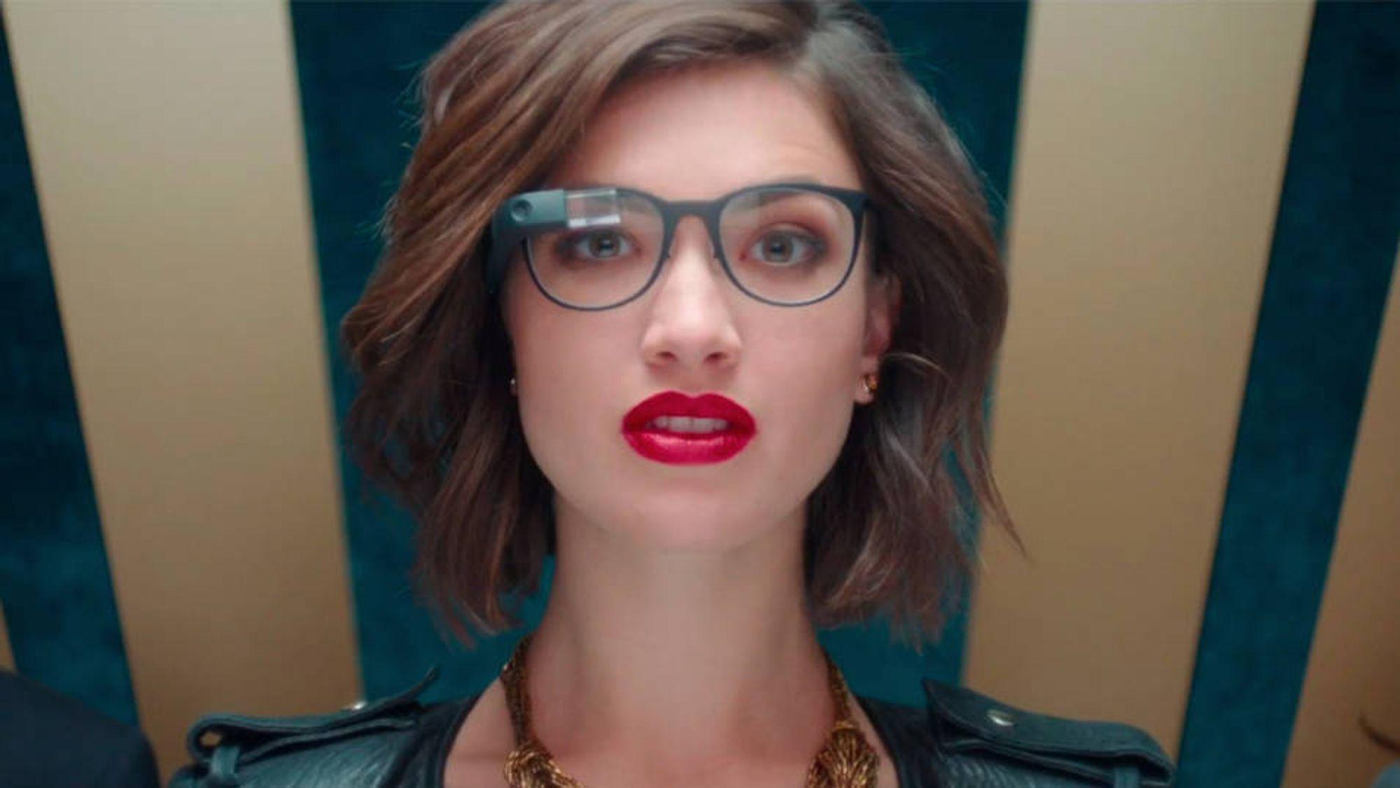 02606e3cbdff Kombinert med spesiallagde innfatninger ser Google Glass litt mer normalt  ut.